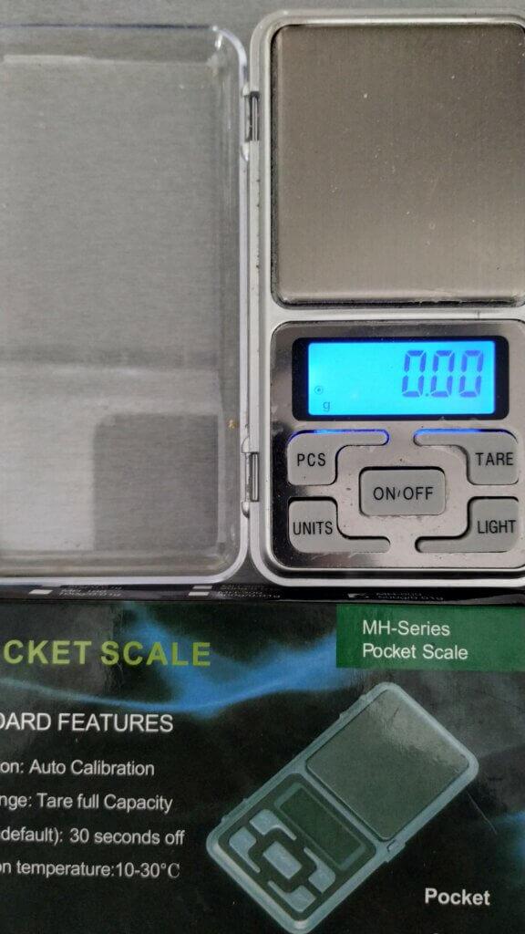 Весы точностью в 0,01 гр